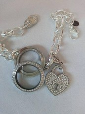 Floating Origami Owl Jewelry Bar