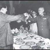 Chiang Kai-shek and Mao Zedong Exchange a Toast