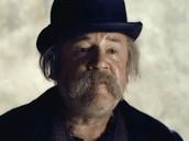 Ray Winstone - Claude Cabret, tiet de l'Hugo.
