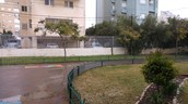 חצר בית הספר בחורף