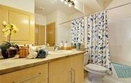 Large Bath with Storage