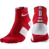 Los calcetines rojo cuesta $14 dólares.
