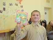 А Даник выиграл книжку-малышку.