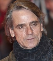 Jeremy Irons (Alfred Pennyworth)