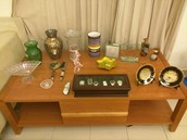 VARIOUS DECORATION PIECES AND VASES