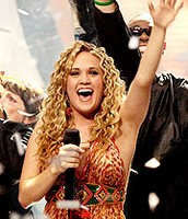 Carrie Underwood wins American Idol (2005)