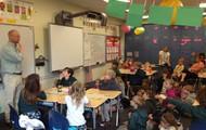 Educator from Oatland Island explaining astronomy!