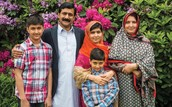Malala con su familia