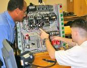 What skills do Mechanical Engineering Technicians need?