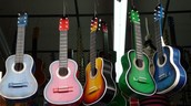 Guitarras fabricadas en Chiquinquirá.