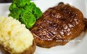 El bistec con papas y verduras