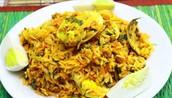 Los huevos y arroz frito