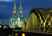 Cologne ist eine alte, schöne Stadt