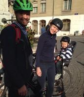 Tässä pyöräilemässä Genevessä.