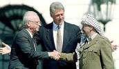 יצחק רבין בהסכם שלום