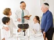 השבת מאחדת בין משפחות.