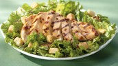 Ensalada con Pollo a la Parrilla (Chicken Salad) $7.99