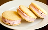 Organic homemade strawberry lemon ice-cream sandwiches ?