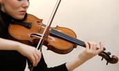 הטכניקה שבה מנגנים על הכינור