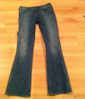 81. Silver Jeans, Size 28