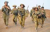 קבוצת חיילים בהם מגוון של דתות