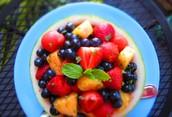 La ensalada de frutas -Con fresas y platanos