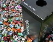 Vamos reciclar las bottelas y las latas.