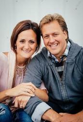 Dennis & Dana Calhoun, Lead Pastors