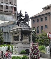 Una estatua de los Reyes  Católicos
