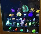 Fluorescent mineral display