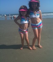Julia is with her sister Ava at the beach
