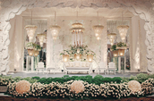 Add Pretty Floral Arrangements to Make Your Wedding Captivating
