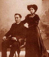 Antonio Machado y su mujer.