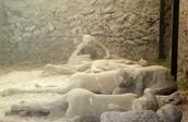 de gevonden resten lichamen van de bewoners