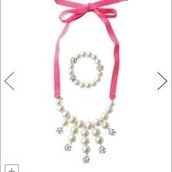 OLIVIA PEARL BIB NECKLACE & BRACELET SET $12 (65% off)
