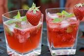 un sirop de fraise a l'eau