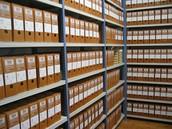 Archivar: es el acto de clasificar, registrar, guardar y conservar ordenadamente los archivos.