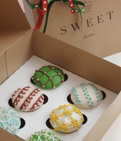 Holiday Ornament Cupcakes!