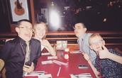 """Me y mis amigos en """"The Hard Rock Cafe"""""""
