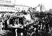 הצבא האדום מתקבל בשמחה כשנכנסו לבוקרס,  1944אוגוסט