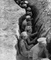 Tropas rusas en las trincheras