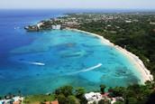 Mi familia pagó el billete de avión a República Dominican.
