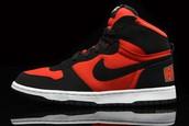 zapatos rojos de un solo color .