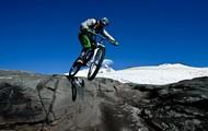 Vas en una bicicleta en Bariloche.