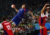 El objetivo del juego es conseguir que su bola en el otro gol equipos sólo con las manos