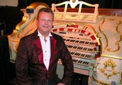 ANDREW NIX PLAYS THE MIGHTY COMPTON THEATRE ORGAN.