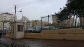 כניסה לבית הספר ביום קר