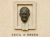 Rubbing Cecil Greens head