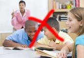 Ne parle pas quand le professeur parle et écoute les instructions.