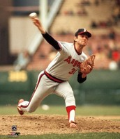 Nolan Ryan pitching for the Angels